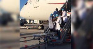 En avión, muere japonés con 246 cápsulas de cocaína en estómago