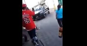 """Exhiben a """"policías ebrios"""" amenazando a familia en Huaquechula"""