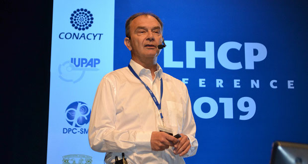 Exponen en la BUAP megaproyectos de Gran Colisionador de Hadrones