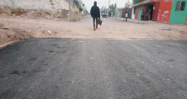 Habitantes de Totimehuacán reclaman por falta de pavimentación