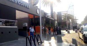 Hombre dispara y lesiona a mujer en Starbucks de la Juárez