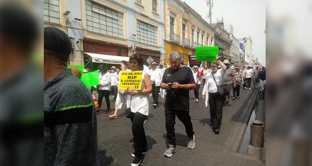 Marchan contra AMLO en Puebla