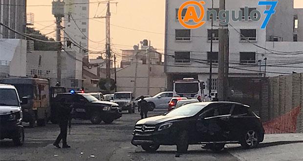 Mercedes Benz se impacta atrás de La Noria tras persecución de federales