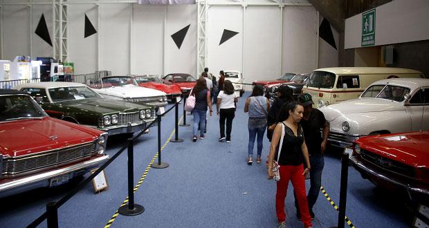 En museo, Feria de Puebla exhibe lujo y estilo de autos del siglo XX