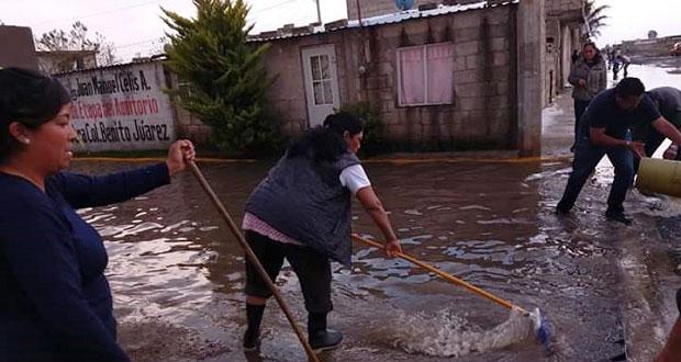 Tras granizada, colonias de Amozoc reportan calles inundadas