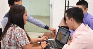 Universitarios resuelven casos de negocios en la BUAP