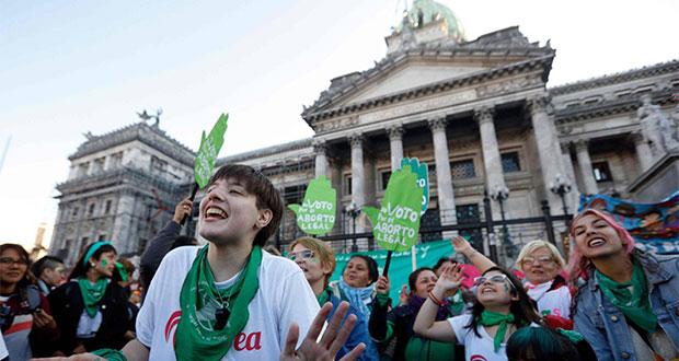 Vestidas de verde, argentinas retoman calles y exigen aborto legal