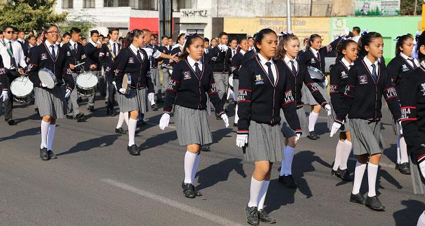 10 mil alumnos y 13 carros alegóricos pasan lista para el desfile