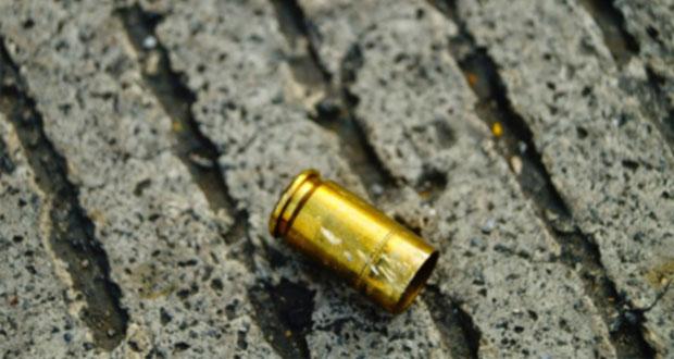 Comando rafaguea una casa y avienta granada a otra en Acajete