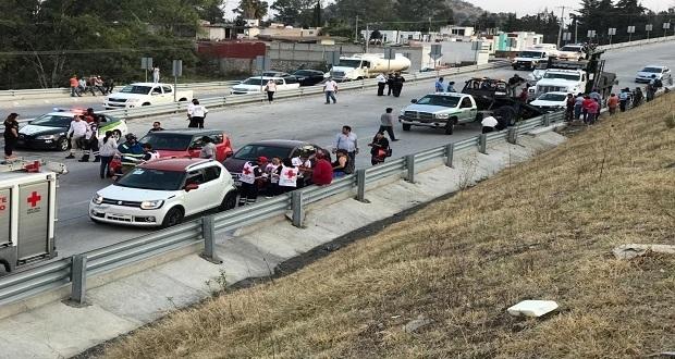 Saldo de 18 heridos deja carambola en Periférico y Valsequillo. Foto: EsImagen/José Castañares