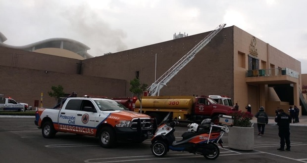 Bomberos controlan incendio en Casino Palace, de Angelópolis