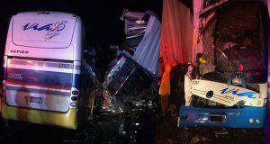 Autobús choca tráiler y patrulla en Teziutlán-Virreyes; hay 1 muerto