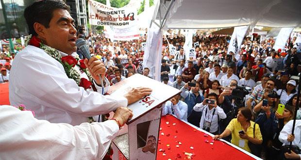 """Este ganso no se cansará"", señala Barbosa al cerrar campaña en Tehuacán"