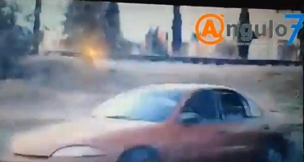 Intentan robar camioneta a hombre que circulaba en bulevar Atempan