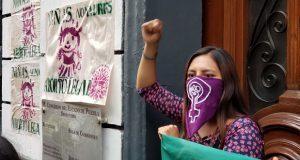 No criminalizar a la mujer por decidir abortar, claman en marcha de Puebla