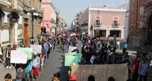 Fnerrr protesta por pago de becas e infraestructura educativa