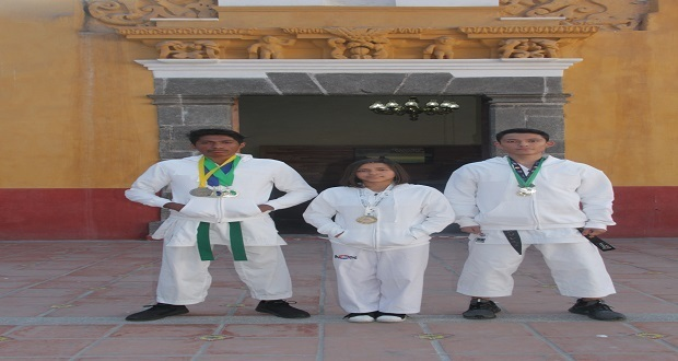 Jóvenes de San Andrés Cholula ganan torneos de Karate y Tae Kwon Do