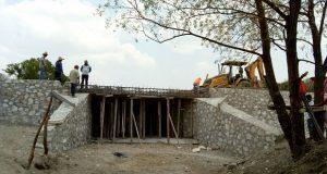 Ayuntamiento antorchista de Ahuatempan construye puentes vehiculares