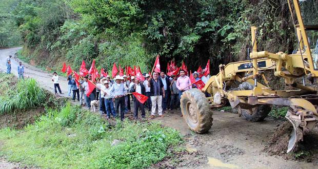 Ayuntamiento de Huitzilan inicia obras de pavimentación en Zoyotla