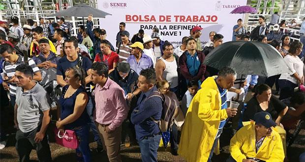 Por obras en Dos Bocas, cientos hacen fila para solicitar empleo