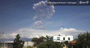 Explosión del Popo provoca caída de ceniza en zona metropolitana de Puebla