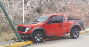 Atacan a balazos camioneta pick up en el Periférico Ecológico