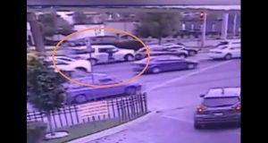 Frente a La Vista, intentan asaltar camioneta; chofer huye por camellón