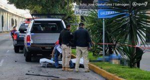 Joven muere tras chocar y salir disparado de auto en bulevar Hermanos Serdán