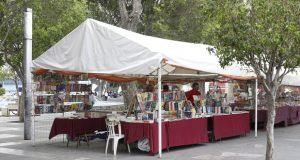 Libreros de El Carmen pagarán para instalarse y vender productos: Segom