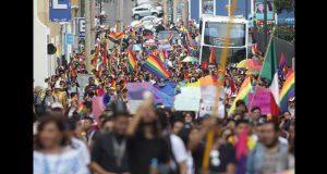 Marchan en Puebla por el orgullo gay