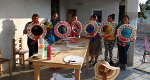 Movimiento Antorchista imparte talleres de manualidades en Acajete