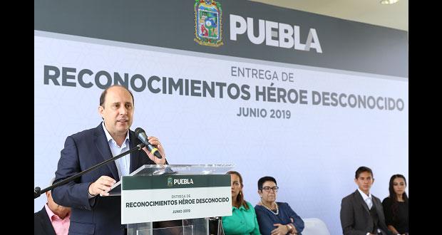 """SGG reconoce vocación de ocho """"Héroes Desconocidos"""" poblanos"""