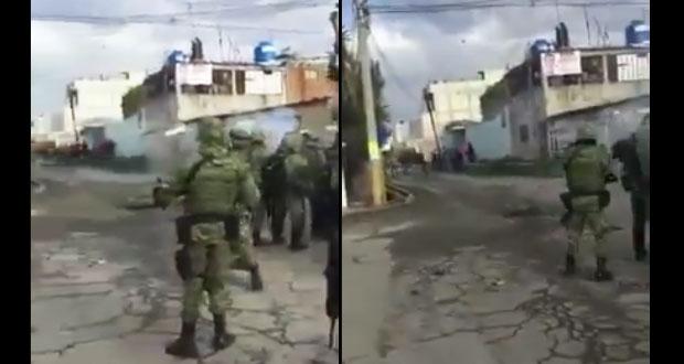 En Texmelucan, apedrean a militares para impedir operativo contra huachicol. Foto: Twitter / @PiwiInfo_Red