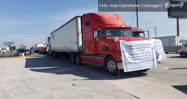 Transportistas bloquean la México-Puebla para exigir a AMLO frenar asaltos