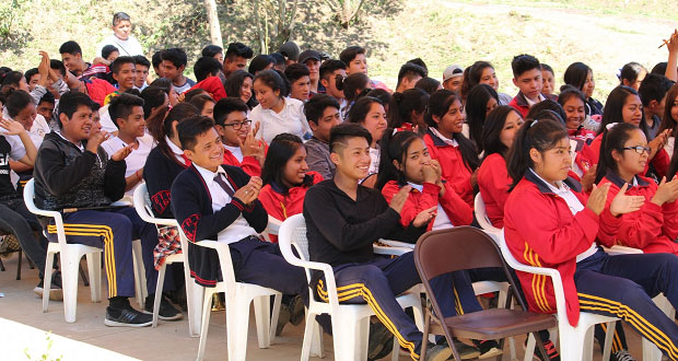 Una virtud, ser revolucionario, dice líder antorchista a jóvenes