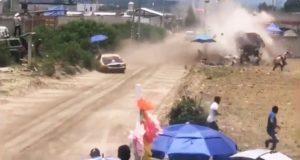 Reportan 2 muertos por accidente durante carrera de autos en Libres
