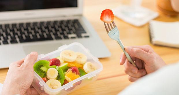 ¿Hambre en la oficina? Checa qué alimentos puedes comer sin engordar
