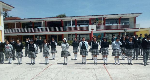 Al sur de Puebla capital, alumnos de bachiller cultivan poesía coral