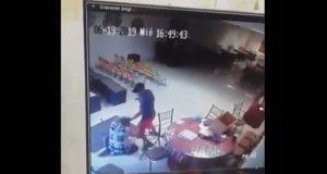 Graban asalto y golpiza a mujer en salón de eventos en Monterrey