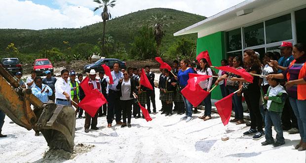 Ayuntamiento de Atexcal inicia construcción de cancha en Nopala