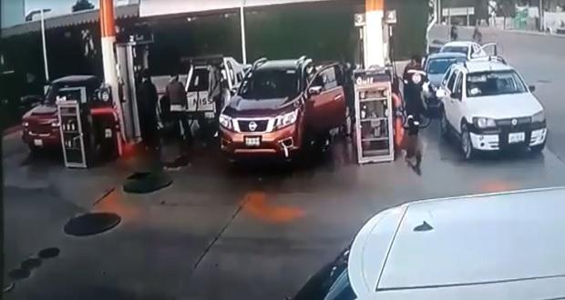Lo secuestran en plena luz del día cuando cargaba gasolina en Amozoc