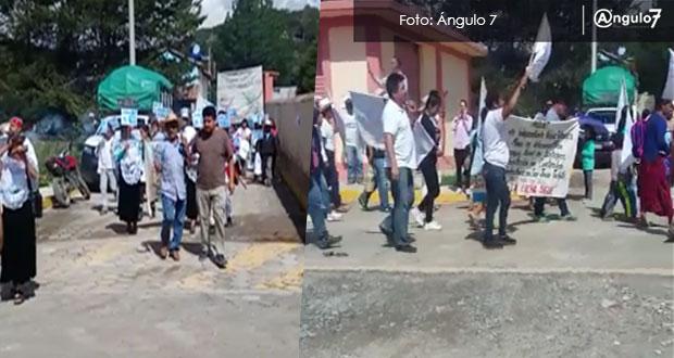Opositores protestan a dos de la reunión sobre proyecto de Ixtacamaxtitlán