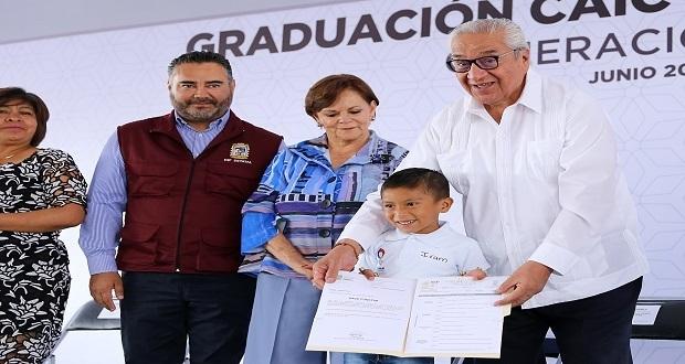 Pacheco encabeza graduación de más de 9 mil alumnos de CAIC