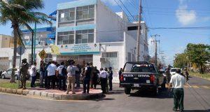 "En Chetumal, ""paquete bomba"" estalla en bachiller y hiere a director"