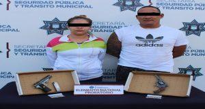 Aprehenden a hombre y mujer por diversos delitos en San Manuel