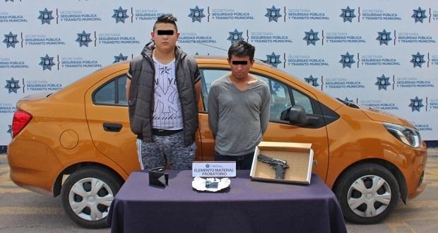 Detienen a 2 por robo a miscelánea del barrio de Santiago