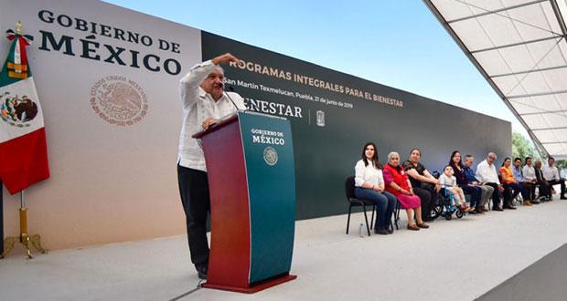 Protestas, apoyos sociales y abucheos a ediles deja visita de AMLO a Puebla