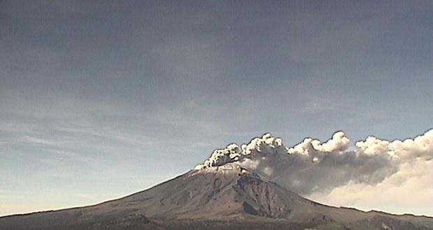 Popocatépetl registra emisión constante de vapor de agua y gases