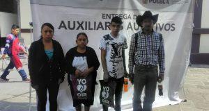 DIF de Huitzilan dona aparatos auditivos y sillas de ruedas