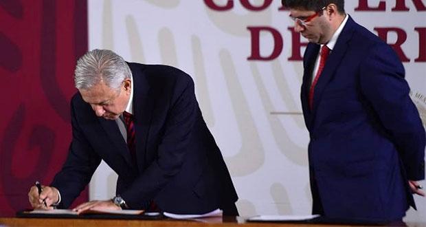 AMLO firma ante notario público su carta de no reelección para 2024